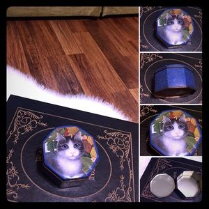 🦋2/$10 3/$15 4/$18 5/$20 Vintage 80s Cat Tin